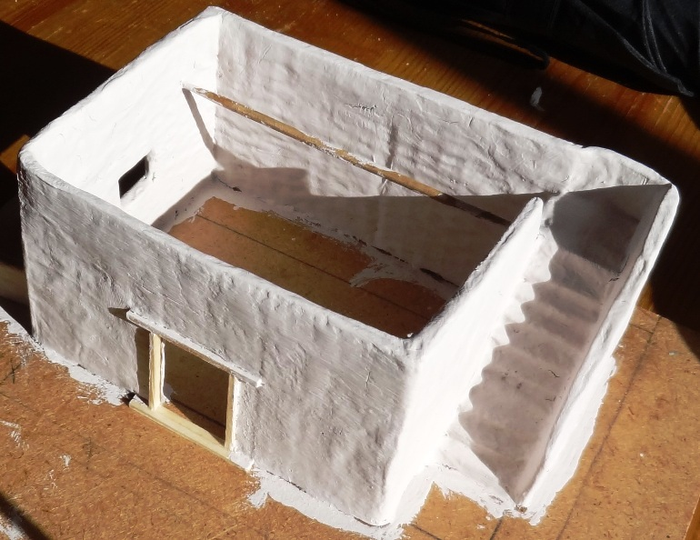 Fantasy battles the musa izly cantina emulsion paint layer for Paper mache structure