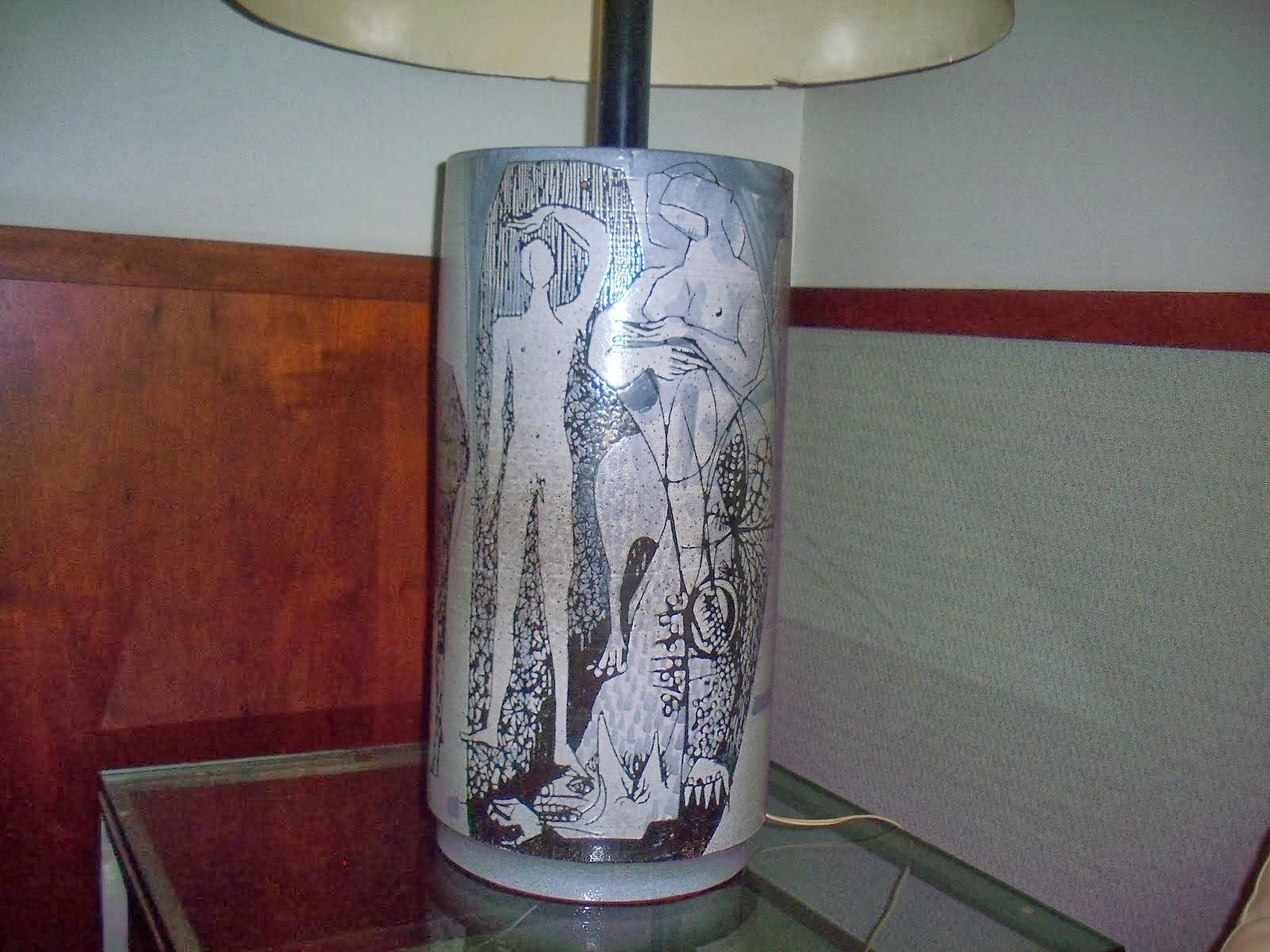 3-Lampe sur table dans le lobby