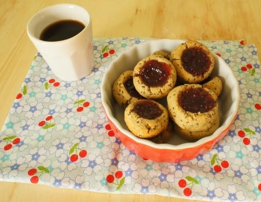 biscoitinhos de aveia e chia com geleia (sem lactose)