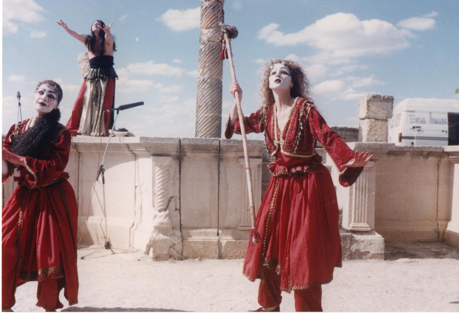 Baños Roma Obra De Teatro:Unos amigos de Paradores: El Teatro Romano