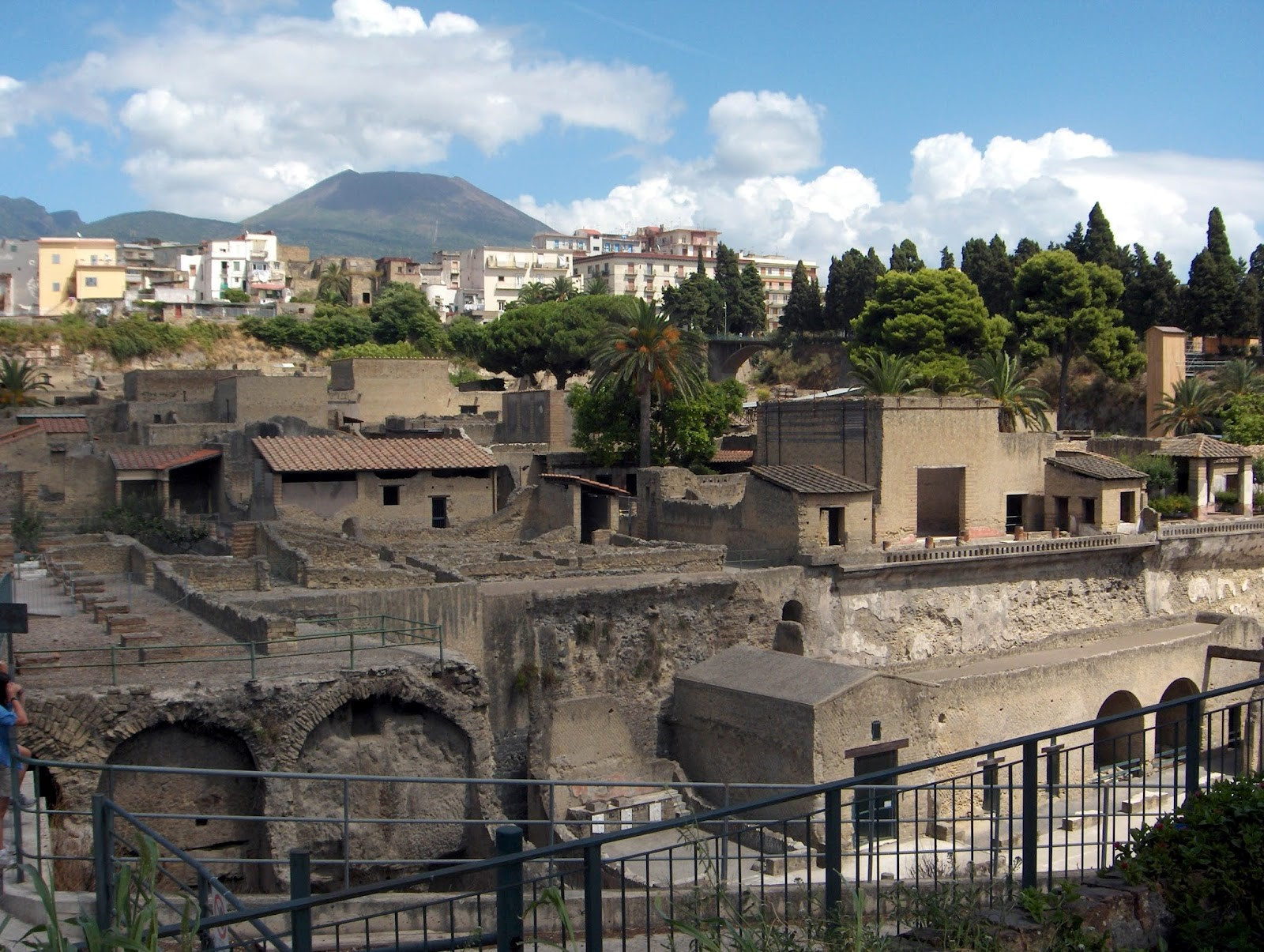 Pompeii, Herculaneum, Italy, Naples, Vesuvius, ancient roam, Romans, Italia, holiday, visiting Pompeii, How to get to Pompeii, tips, vacation, Sorrento, travel, travelling, Europe, backpacking,