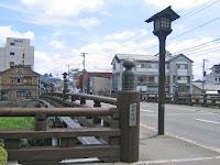 橋の「擬宝珠(ぎぼし)」は、昭和20年、国の重要美術品に指定されている。