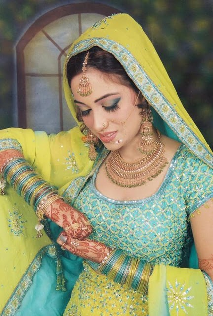 Latest Pakistani Wedding Dresses Jewelry and Makeup