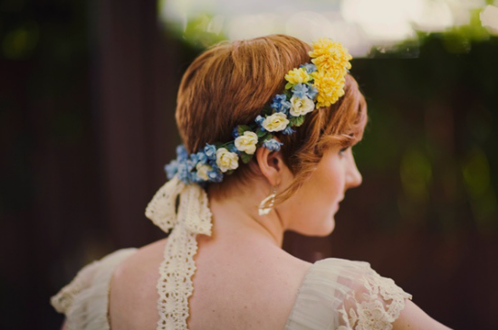 bride with short hair, coroncina di fiori, floral crown