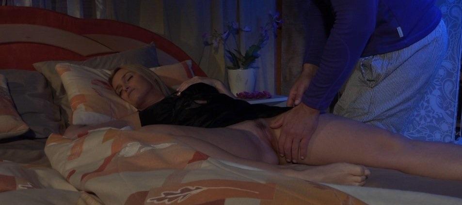 Порно фото жены под одеялом 23919 фотография