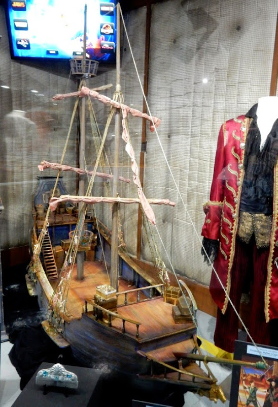 Pirate ship miniature Peter Pan Live
