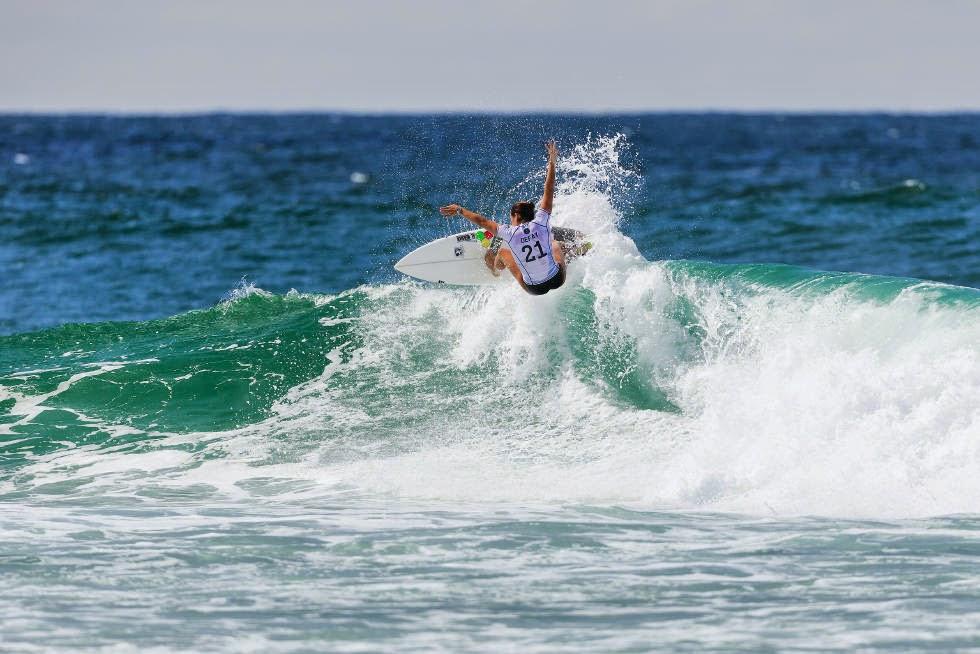 52 Roxy Pro Gold Coast 2015 Johanne Defay Foto WSL Kelly Cestari