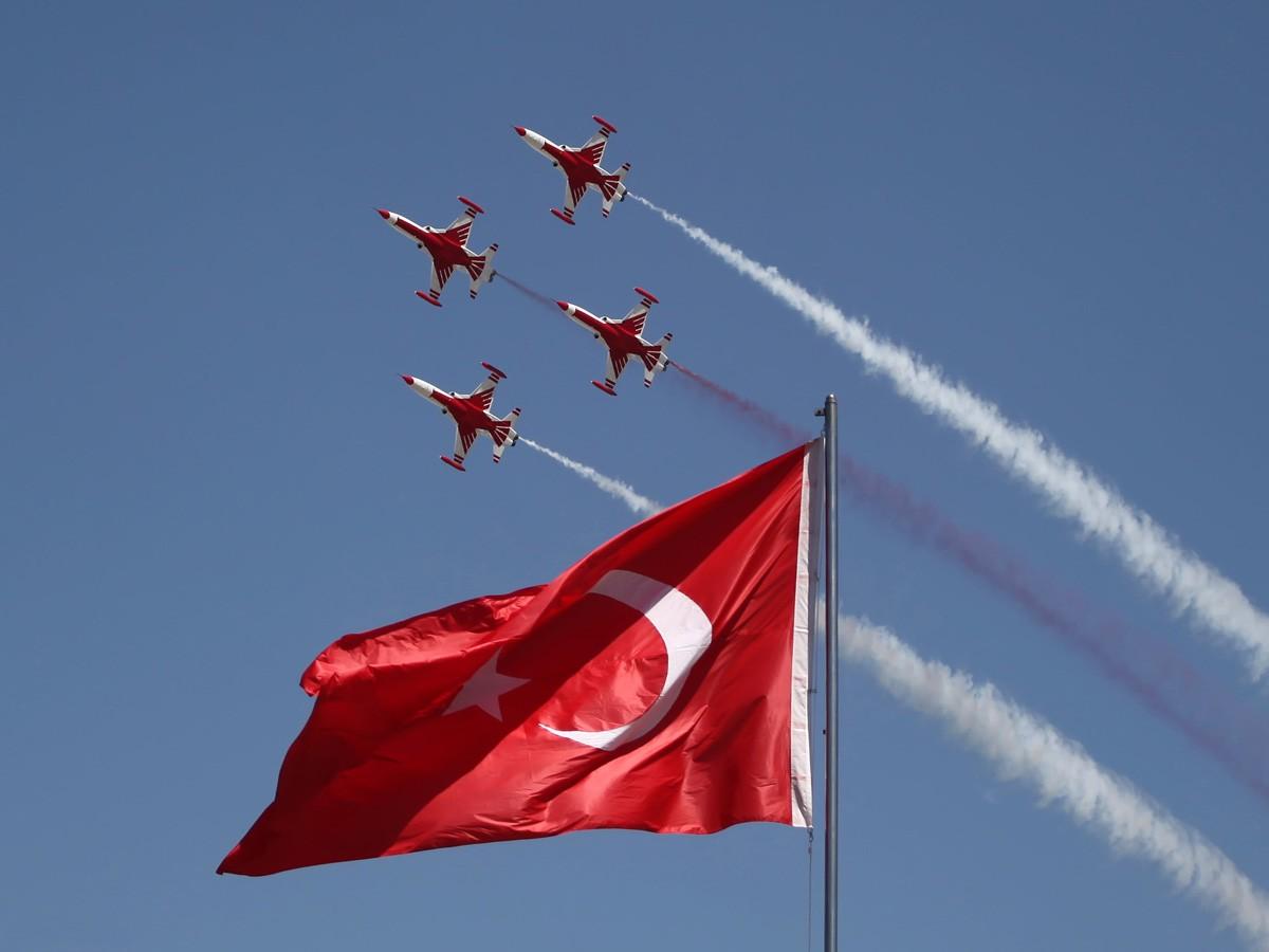 http://2.bp.blogspot.com/-3x-bHI4jf54/Tdw-vs1VMQI/AAAAAAAACMo/XJY0xp5yd8Q/s1600/flag_bayrak_6.jpg