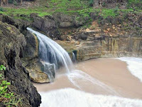 Pantai dan Air Terjun Grojogan Banyu Tibo Fenomena Dunia di Indonesia
