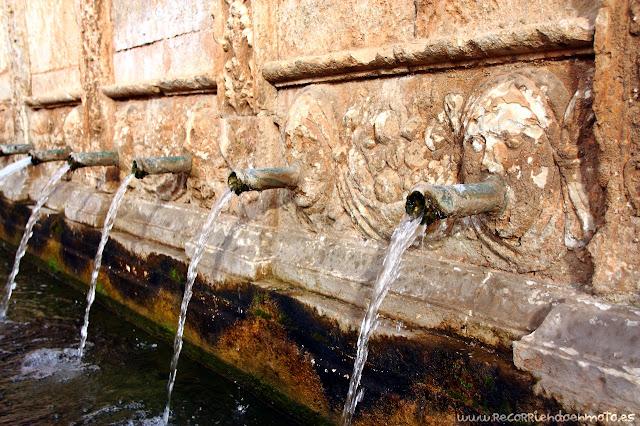 Detalle fuente de los Veinte Caños, Daroca
