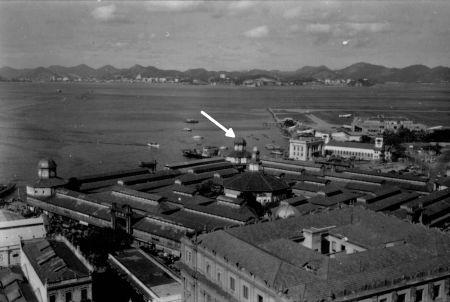 Antigo Mercado Municipal do Rio com o aeroporto já construído ao fundo