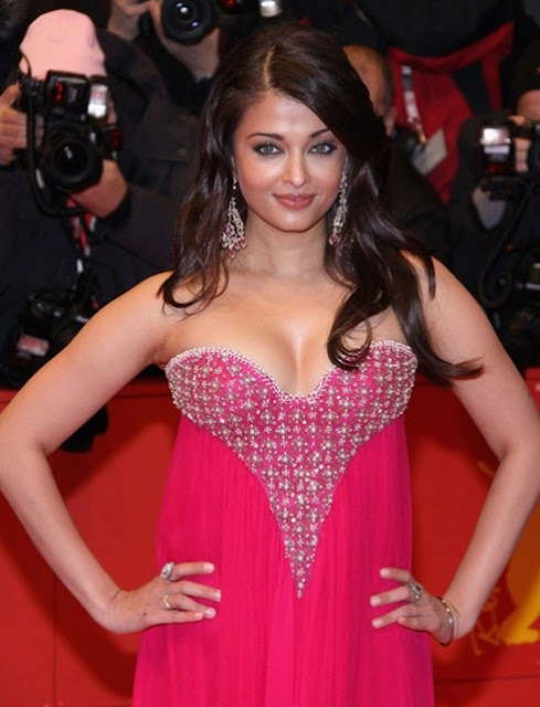 Aishwarya Rai cleavage in pink