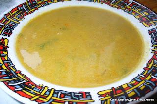 готовый суп из цветной капусты в тарелке