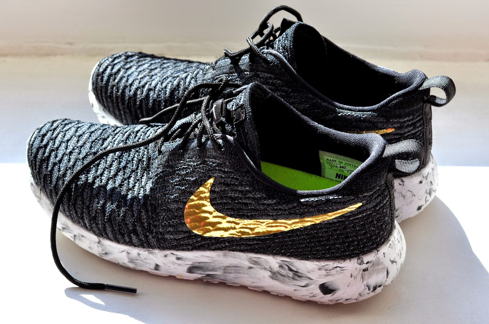 black and gold nike roshe one flyknit idea