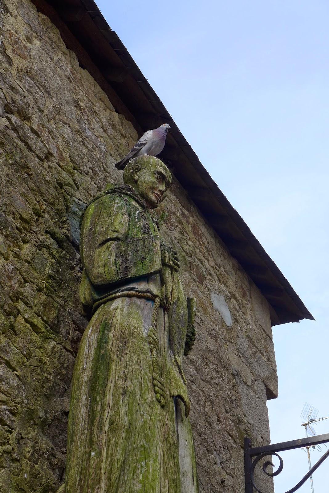 statue et pigeon