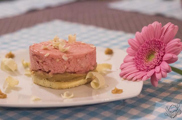 http://danslacuisinedecharlottine.blogspot.fr/2015/07/delice-glace-fraises-chocolat-blanc.html
