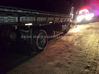 Caminhoneiro embriagado adormece ao volante e causa acidente na BR-104 em Cuité