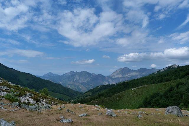 El Retriñón y Peña Mea desde La Fuente del Alba - Aller - Asturias