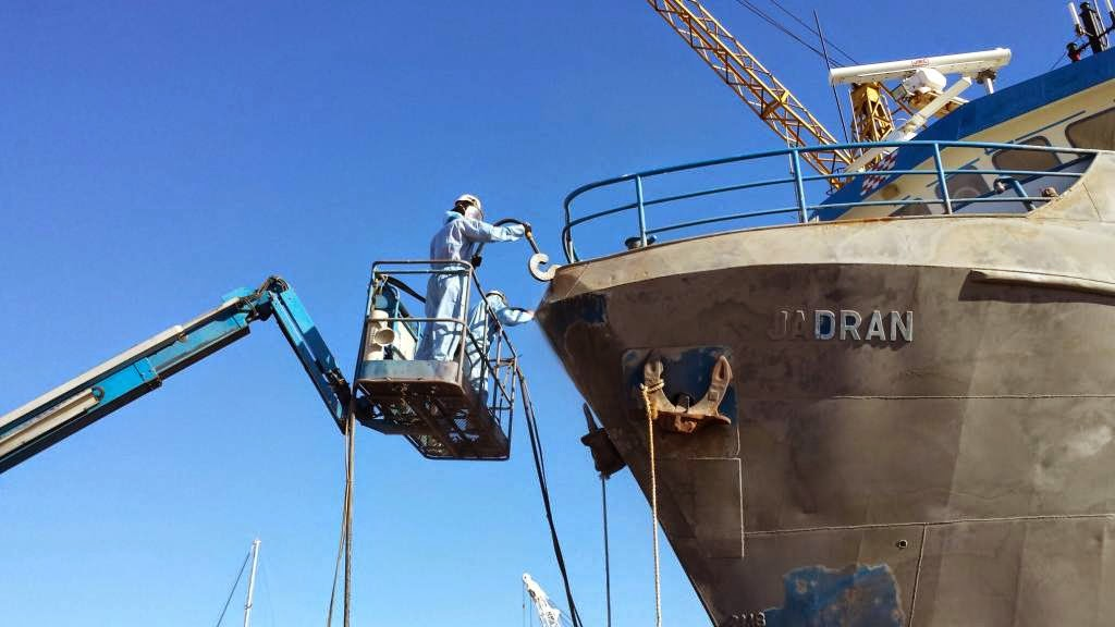 Soda blasting for fishing boats and ships