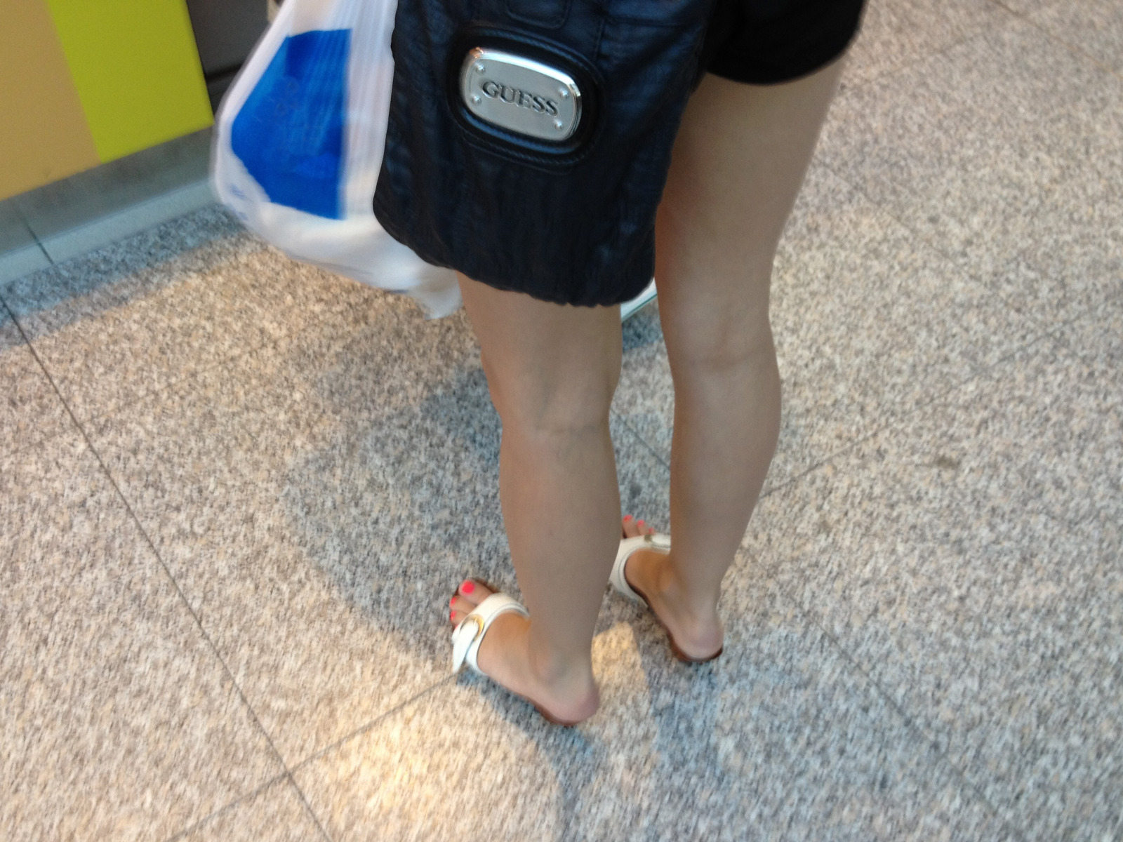 Candid Sexy Feet: Young girl with sexy toes