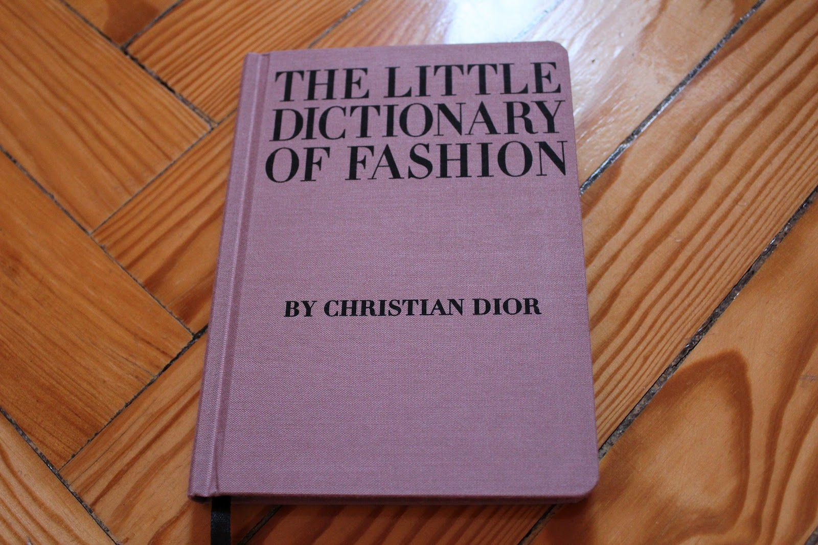 the little dictionary of fashion pdf