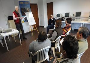 Comienzan los cursos !! . Mayores ayudan a 250 jubilados a perder el miedo a internet!