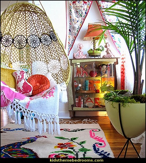Decorating theme bedrooms maries manor bohemian for Bohemian style bedroom furniture