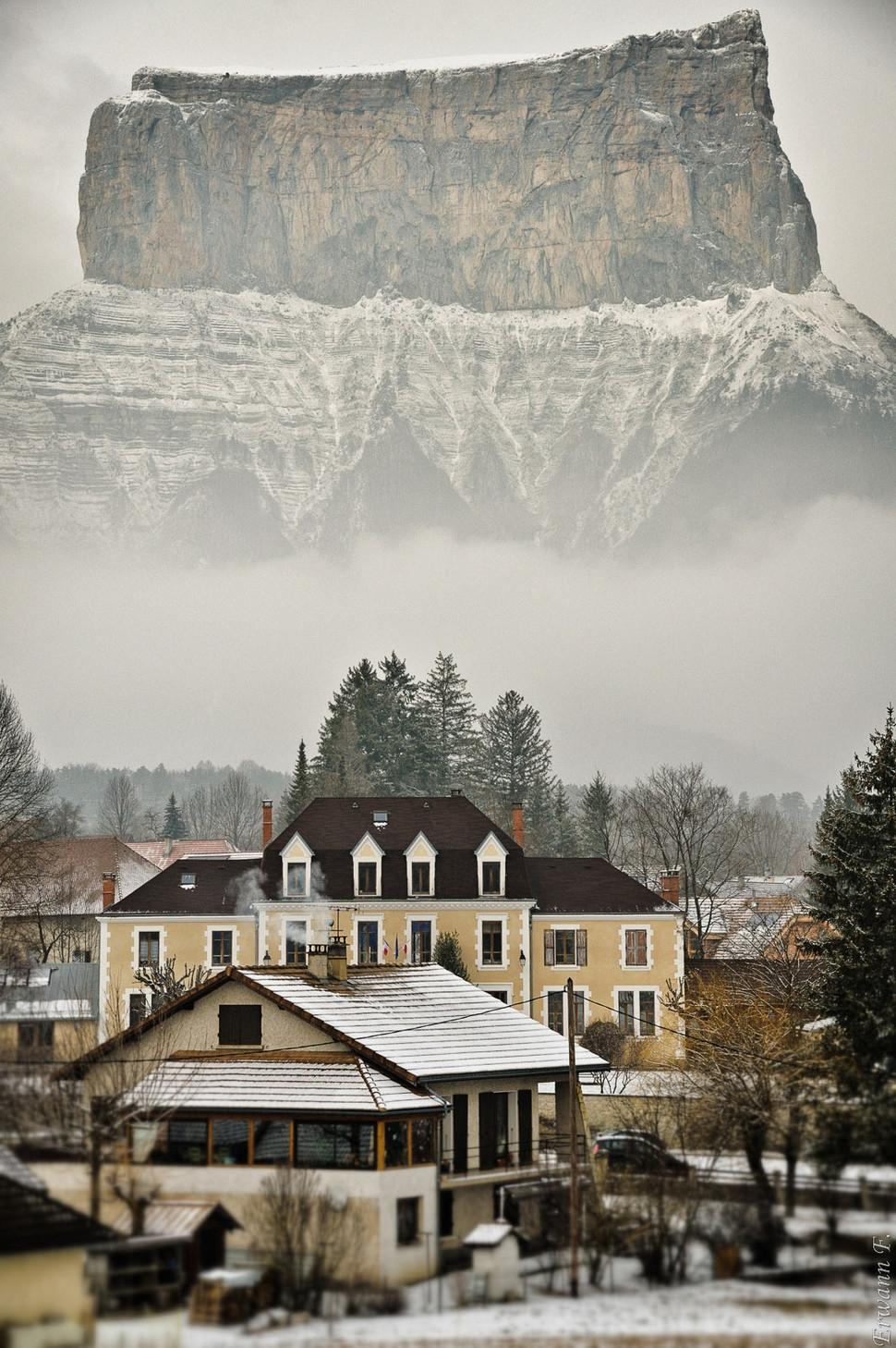 Живописные зимние города (32 фото)