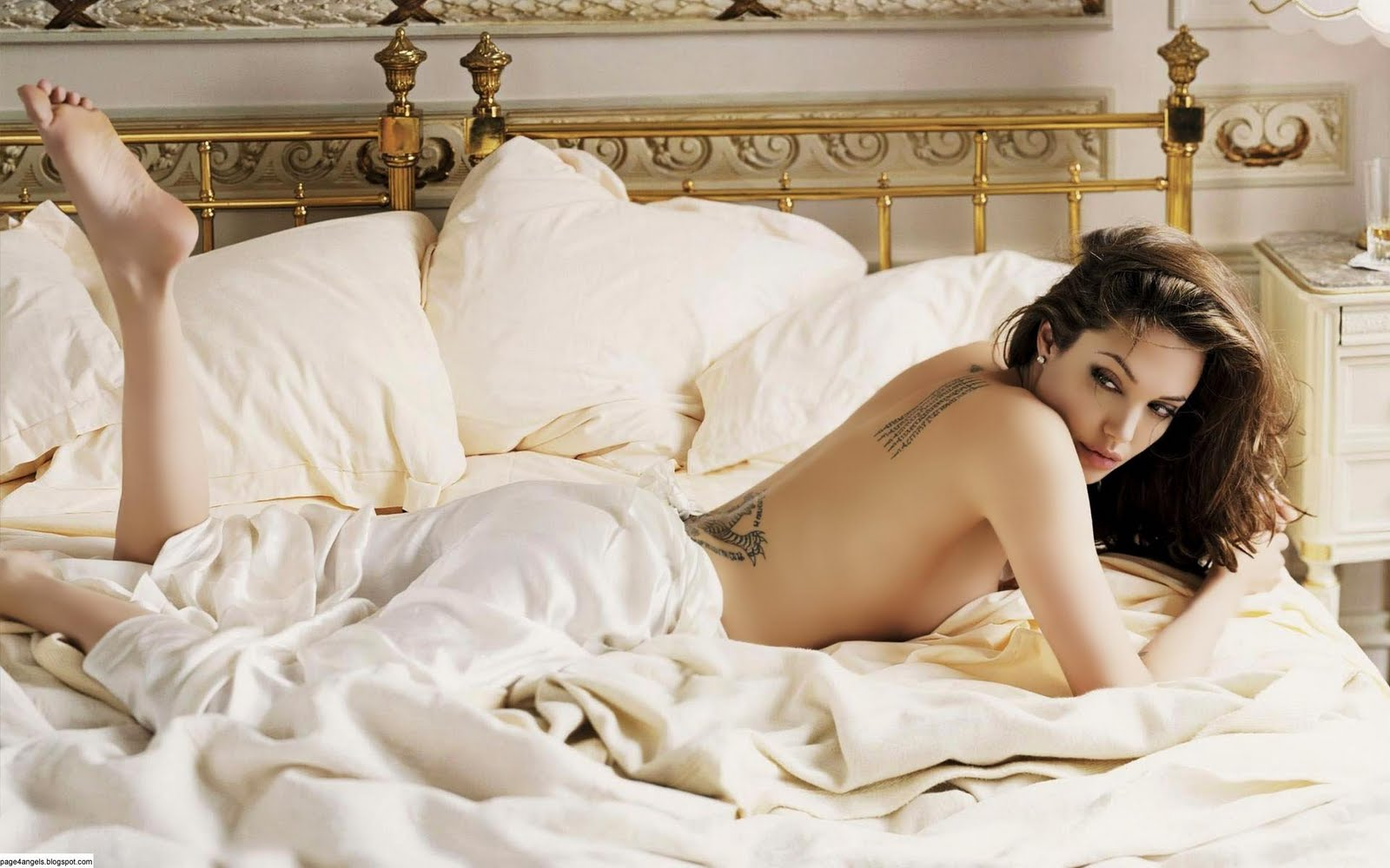 Angelina_Jolie_Hot_Wallpapers.jpg (1600×1000)