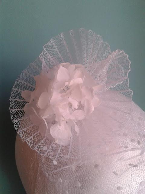 tocados baratos, tocados económicos, tocados novia 2014, tocado con flores, crin blanco, tul blanco, tocados para novias