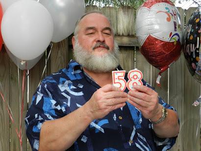 Aramis Gonzalez Gonzalez Viernes Octubre 28, 2016, 58 Años. Increible Pero Aqui Estoy ! ! !