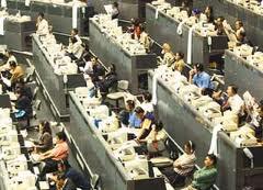 Bursa efek termasuk dalam pasar persaingan sempurna.