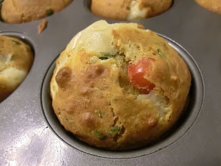 Mozzarella, basil and tomato salty muffins