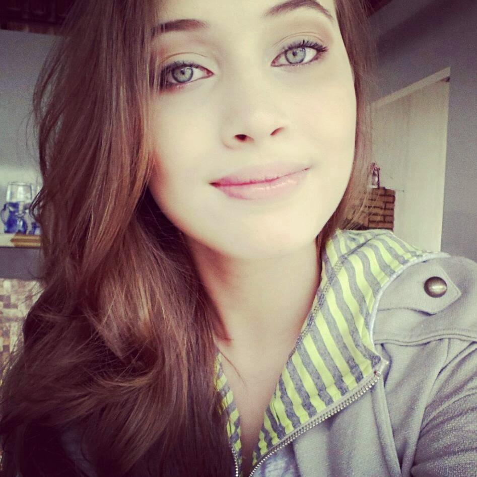 Fotos Fake de Meninas de Olho Azul - Fotos Fake