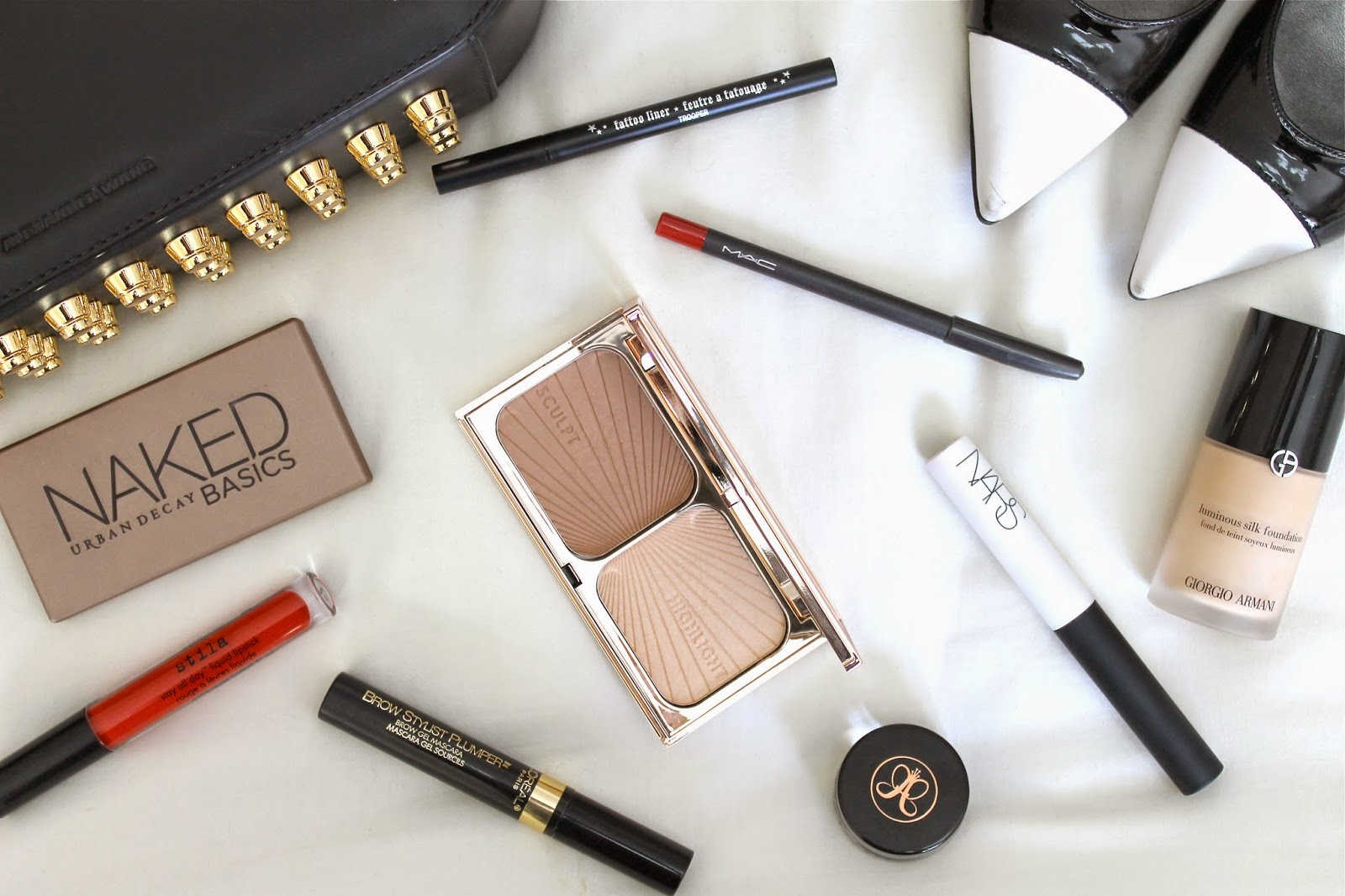 NIGHT OUT MAKEUP ESSENTIALS