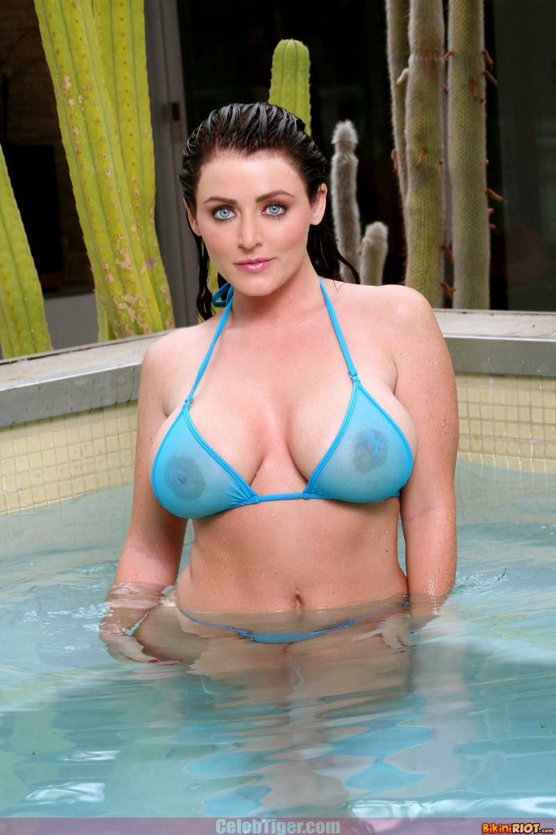 Busty+Babe+Sophie+Dee+Wet+In+Pool+Taking+Off+Her+Blue+Bikini+Posing+Naked www.CelebTiger.com 11 Busty Babe Sophie Dee Wet In Pool Taking Off Her Blue Bikini Posing Naked HQ Photos
