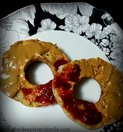 great-low-carb-bread-cinnamon-bagel-peanut-butter-jelly1