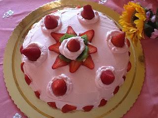 torta farcita alla crema al limone e fragole
