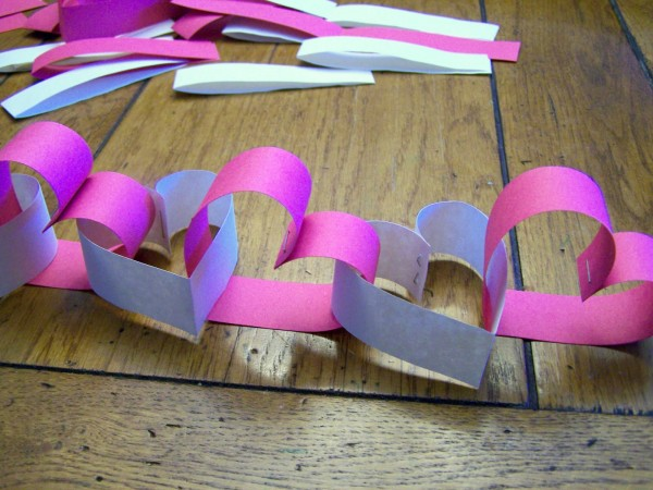 http://dollarstoremom.com/2012/01/make-a-construction-paper-heart-garland/