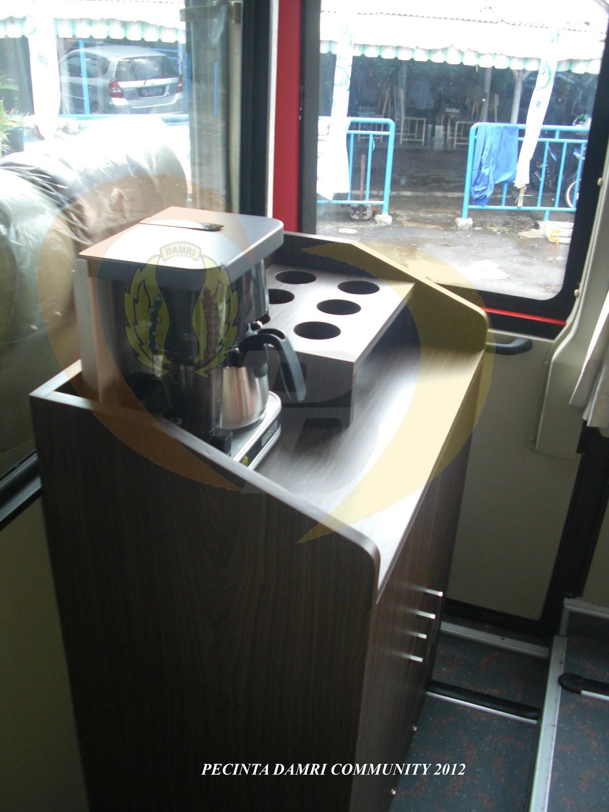 Waw 39 s land damri merilis bus mega eksekutif royal class for Kitchen set lampung