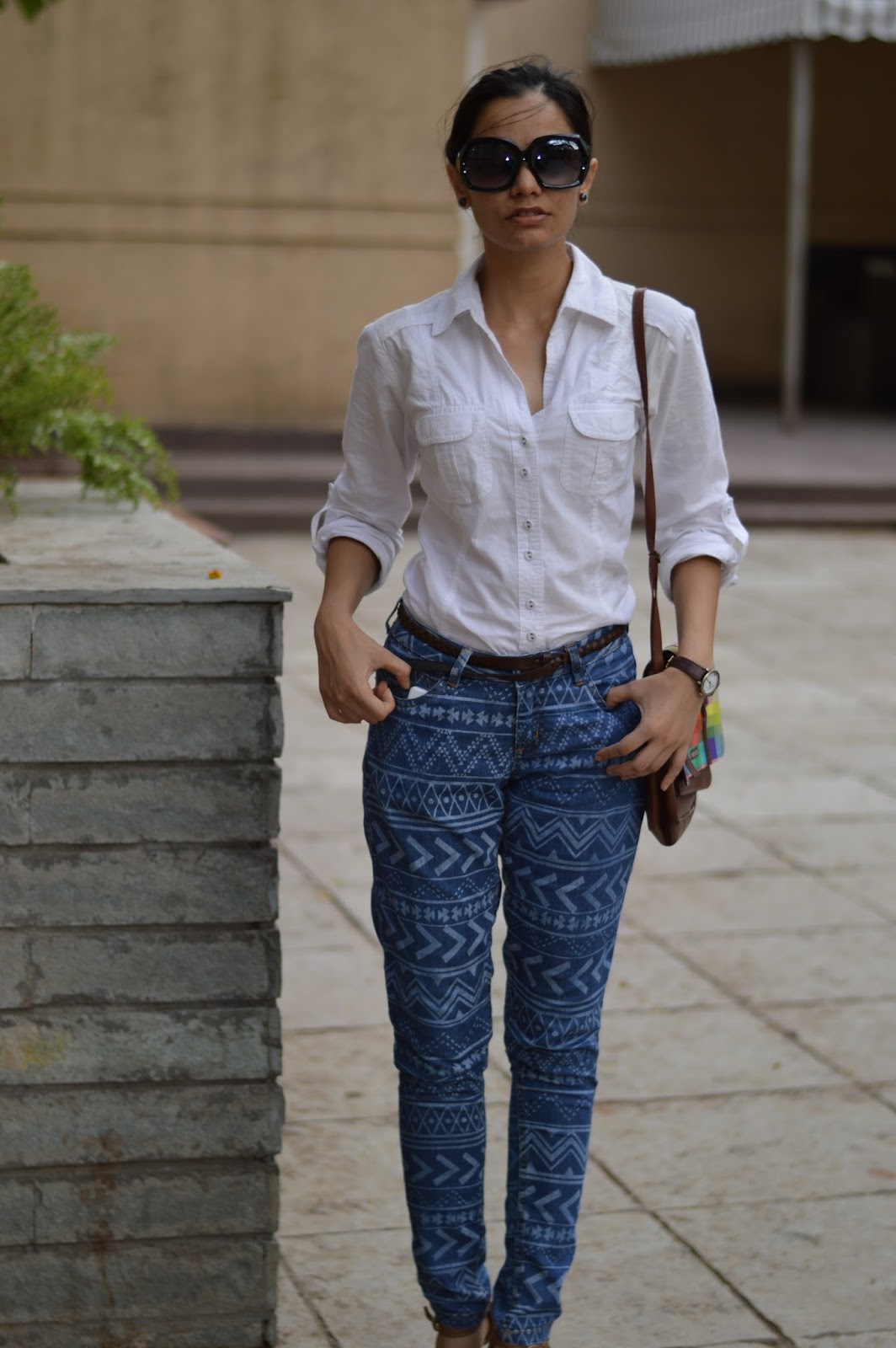5 simple ways to wear a White Shirt and Aztec Print Jeans ...