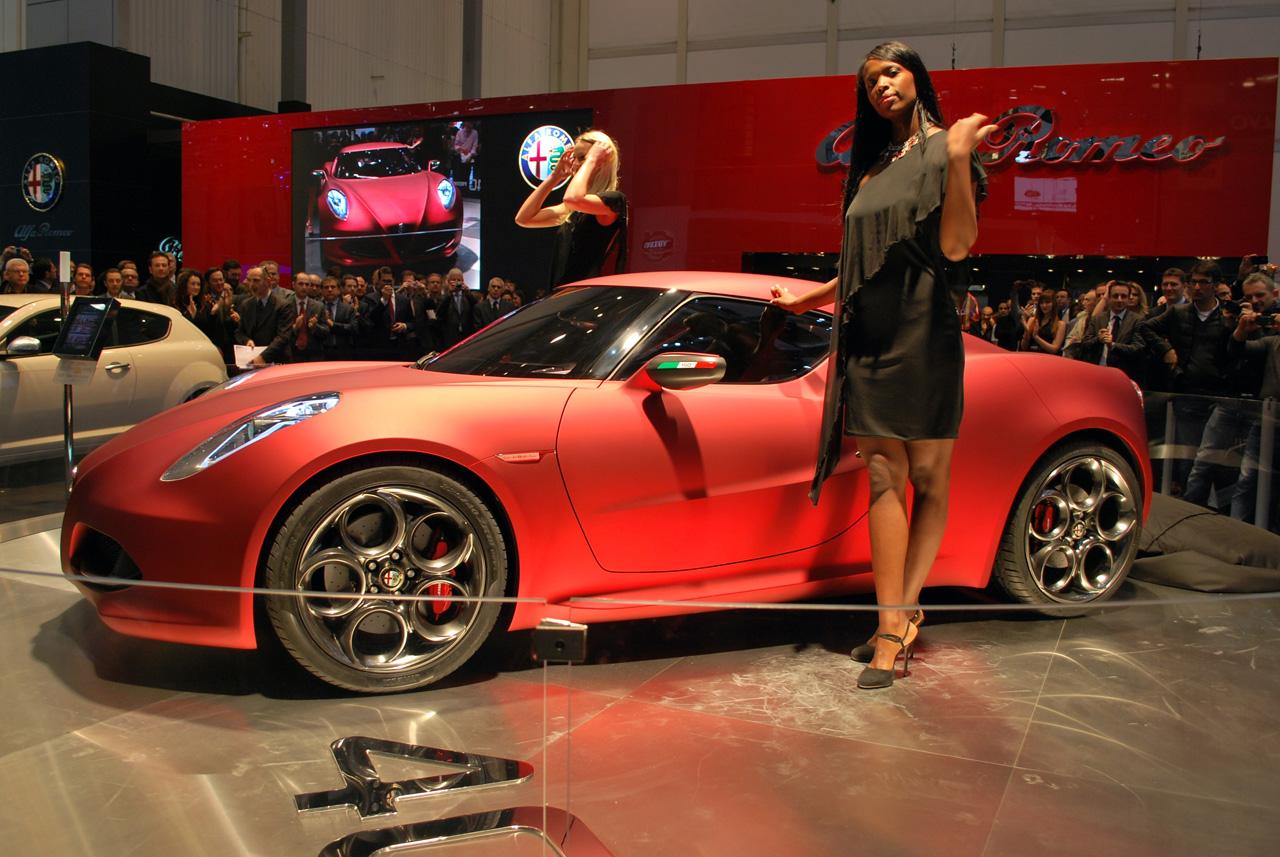 http://2.bp.blogspot.com/-4-FWfAiBpZc/Tk-RXxaToCI/AAAAAAAAFf4/seG-vvIpvyw/s1600/Alfa-Romeo-4c+%25281%2529.jpg