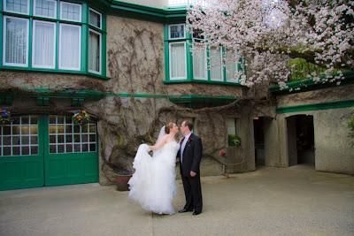 Wedding photos butchart gardens, victoria, bc