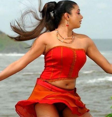 hot film actress gallery priyamani expose inner thighs