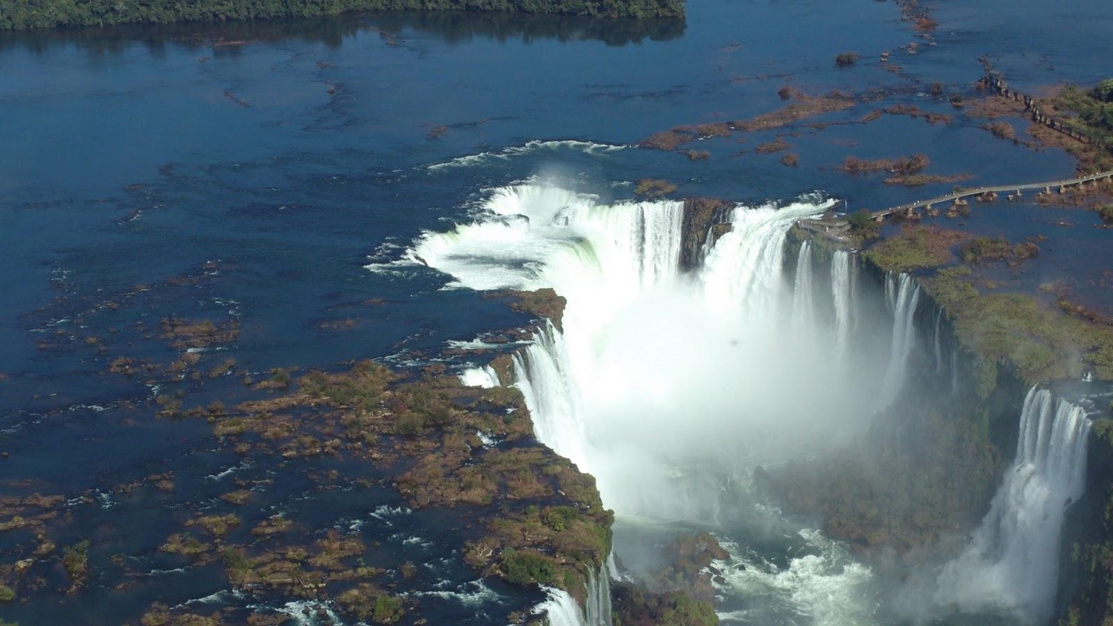 http://2.bp.blogspot.com/-4-q1EjXG-Ao/TpavljAox4I/AAAAAAAAAMs/7xNLpWdL0mo/s1600/Waterfall+wallpaper+%25281%2529.jpg