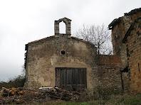 La façana de ponent de la capella de Sant Mamet amb les restes del campanar d'espadanya d'un sol ull