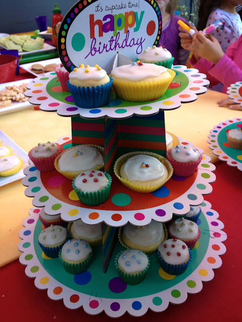 birthday rainbow cupcakes