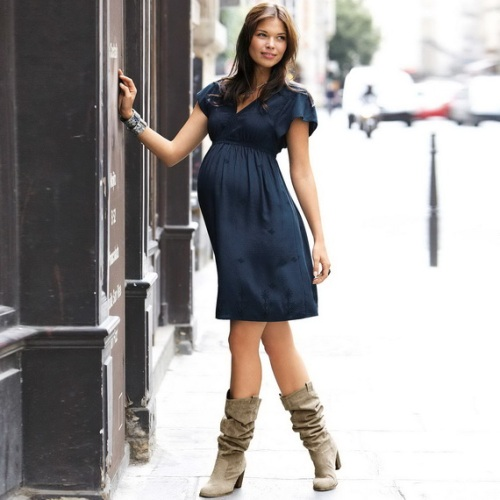 Pregnancy Party Outfits 26