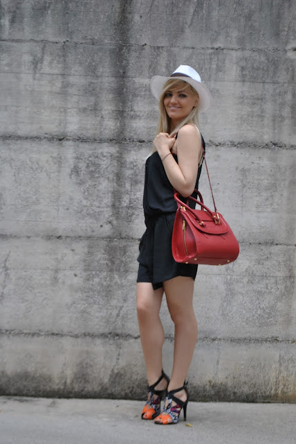 outfit romper nera con scollo incrociato borsa rossa cappello panama sandali etnici mariafelicia magno fashion blogger milano blog di moda italiani romper nera come abbinare la romper outfit romper abbinamenti romper mariafelicia magno fashion blogger colorblock by felym outfit nero fashion blog italiani blog di moda come abbinare la borsa rossa outfit borsa rossa outfit cappello panama come abbinare il cappello panama outfit cappello outfit borsa rossa abbinamenti borsa rossa sandali etnici come abbinare i sandali etnici how to wear romper how to wear panama hat how to wear red bag outfit estivi summer outfits outfit 22 giugno 2015  girls legs blonde hair blonde girls