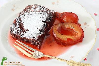 Prajitura ciocolatoasa si compot de prune
